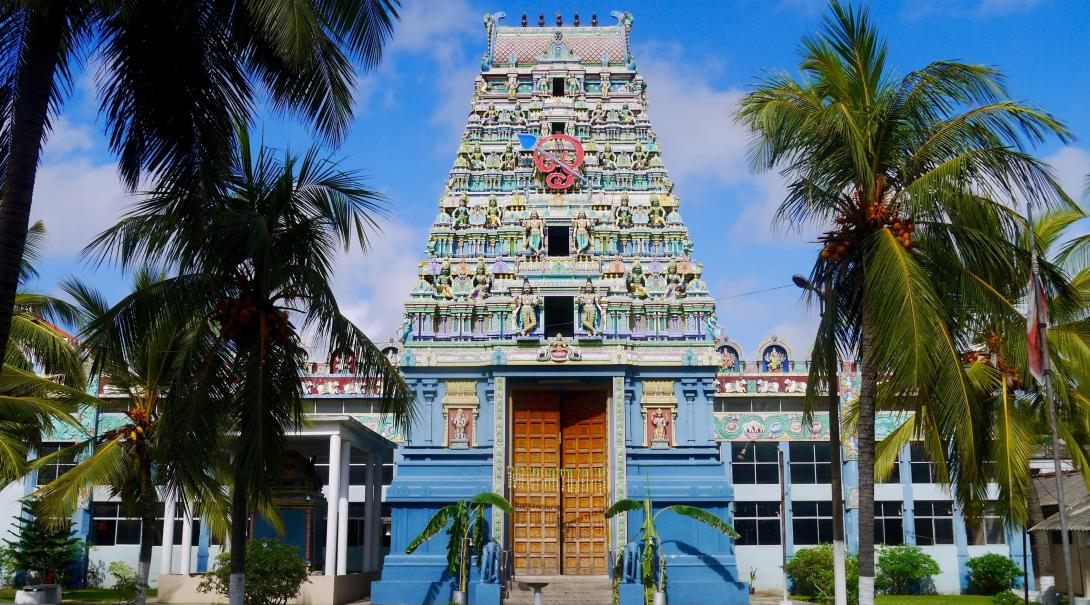A picture of a Hindu Temple in Sri Lanka taken while volunteers were exploring the city on a sunny day